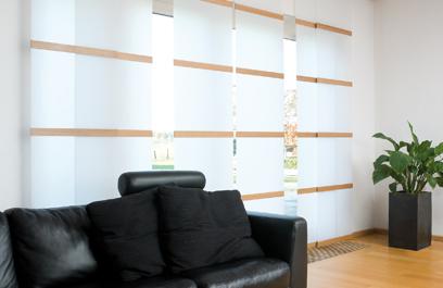 Semi transparante paneelgordijnen mrwoon raamdecoratie for Warmtewerende gordijnen