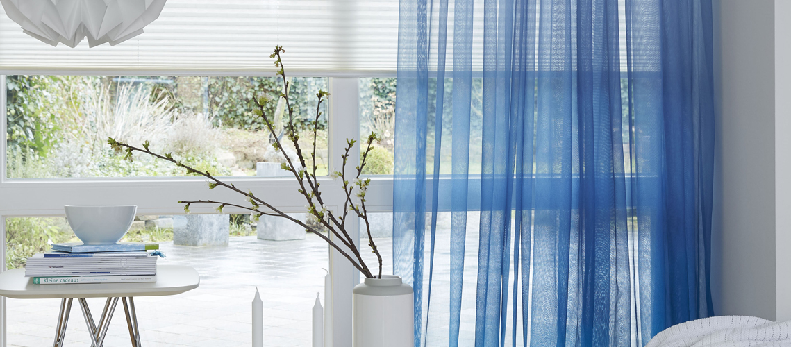 https://www.mrwoon-raamdecoratie.nl/wp-content/uploads/2017/07/ijsblauwe-transparante-gordijnen.jpg
