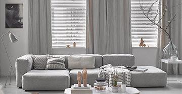 aluminium jaloezie gecombineerd met grijze kamerhoge gordijnen aluminium jaloezie gecombineerd met grijze kamerhoge gordijnen