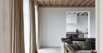 oversized gordijnen linnen gordijnen gecombineerd met houten plafond oversized gordijnen linnen gordijnen gecombineerd met houten plafond